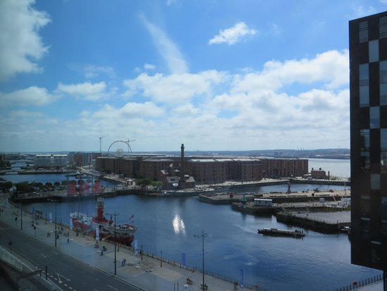 Travelodge Liverpool Central The Strand: View from Room on top floor