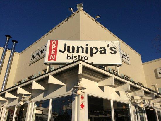 Junipa's: signage