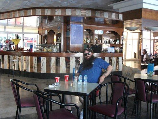 Ohtels Villa Dorada: me at bar..