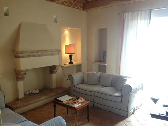 Castello di Velona Resort, Thermal Spa & Winery: Upgraded to room with livingroom and terrace