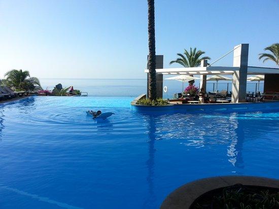 Pestana Promenade Ocean Resort Hotel: prachtig zwembad met mooie overloop.