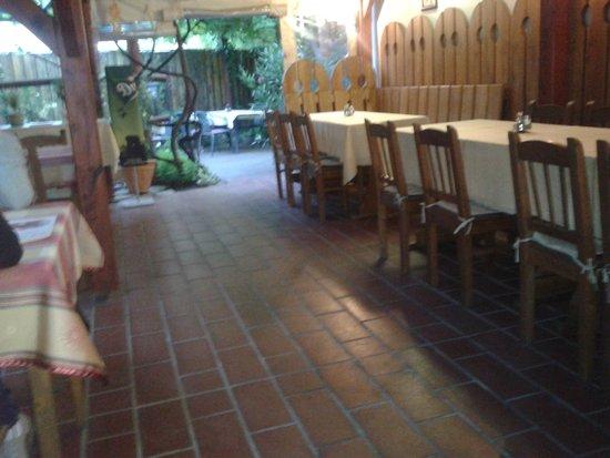 Terulj-Terulj Restaurant - New Muskatli: Interno