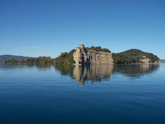 Servizio Pubblico Di Navigazione Lago Di Bolsena Isola Bisentina