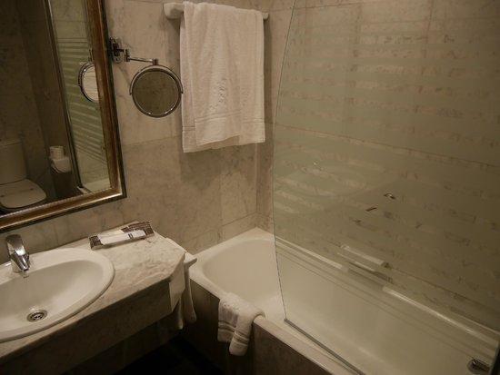 Hotel Becquer: Salle de bain