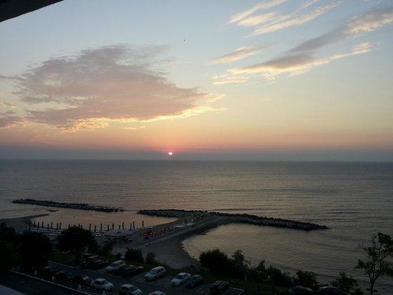 Hotel Opal: Beautiful sunrise at Opal.