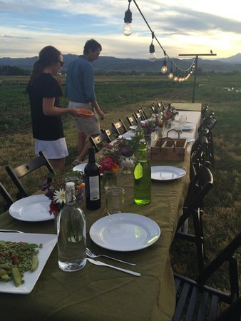 Awe-Struck Outdoors : Dinner at the farm ❤️
