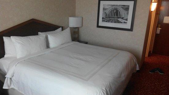 Cincinnati Airport Marriott: Bed looks good