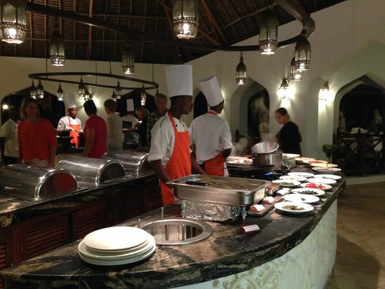 Sultan Sands Island Resort : Chefs are cooking your dish