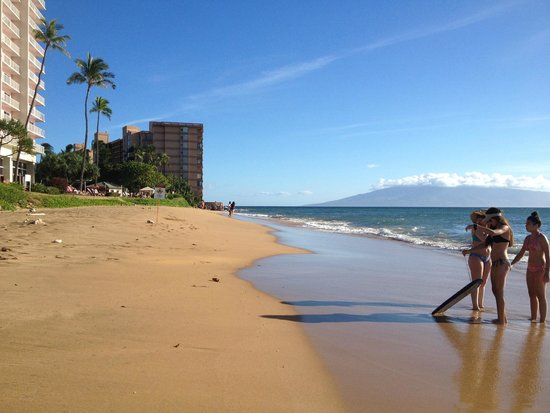 Aston Kaanapali Shores : Beach out back of hotel