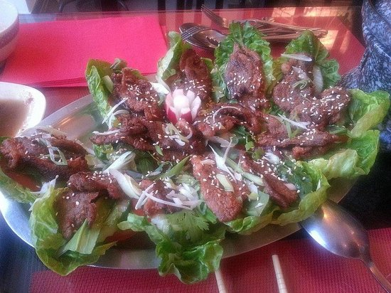 Mai Linh: Authentic Vietamese cuisine - duck dish with sesami and with special peanut sauce - delicious !