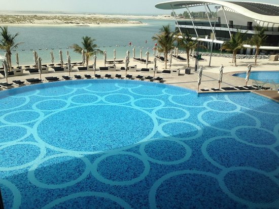 Jumeirah at Etihad Towers: piscina 1