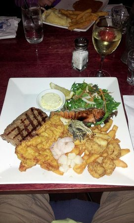 Shipwrecked Seafood and Bar: Reef and Beef