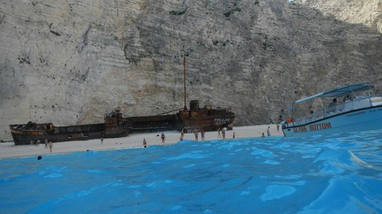 Plage de Navagio : Early in the morning