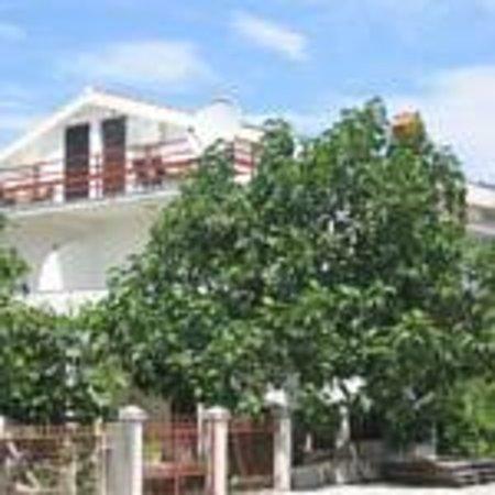 Franeta Apartments
