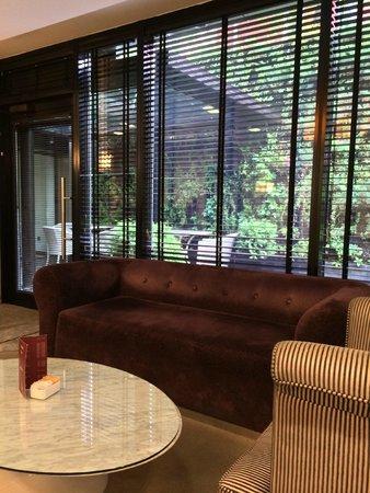 Thracia Hotel: hotellobby zum kleinen patio