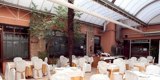 El Zaguan Restaurante: Comedor luminoso