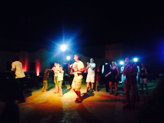Marrakech Ryads Parc & Spa by Blue Sea: The evenings entertainment involved a form of Moroccan line dancing - still good fun.