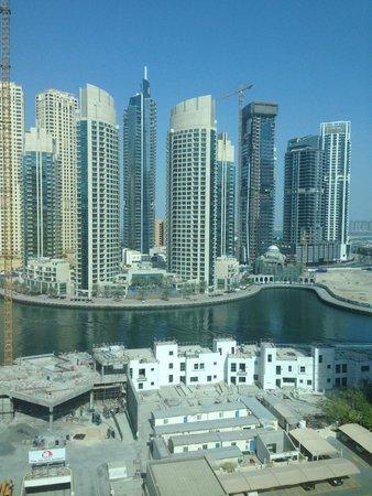 Marina View Hotel Apartments: vue du salon