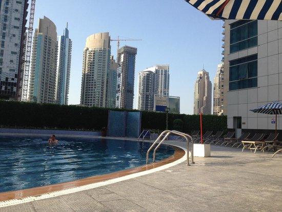 Marina View Hotel Apartments: la piscine de l'hotel