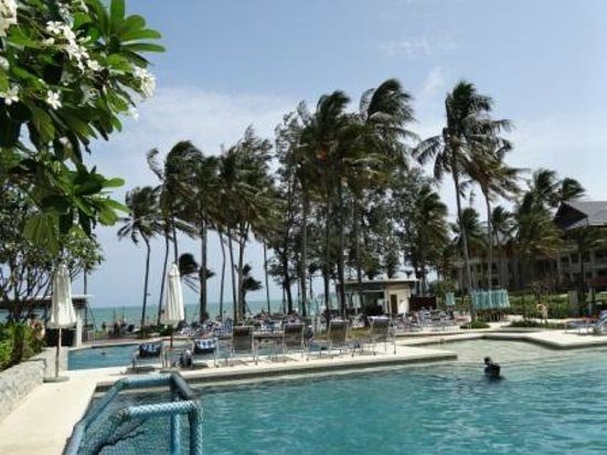 Outrigger Laguna Phuket Beach Resort: ホテルのプール