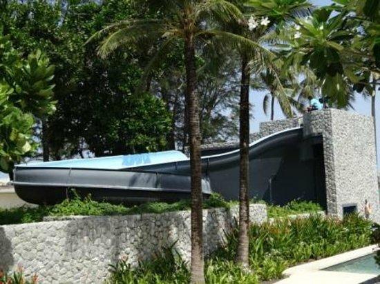 Outrigger Laguna Phuket Beach Resort: メインプールのウォータースライダー