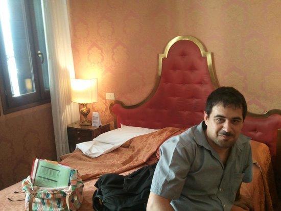 Hotel Lisbona : chambre