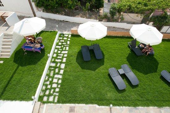 Aestas Apartments: outside