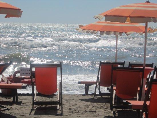 Ristorante sulla spiaggia all 39 interno del bagno emilia a - Bagno italia marina di massa ...