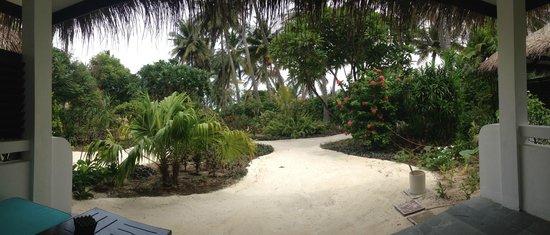 Velassaru Maldives: vista dal portico del bungalow deluxe