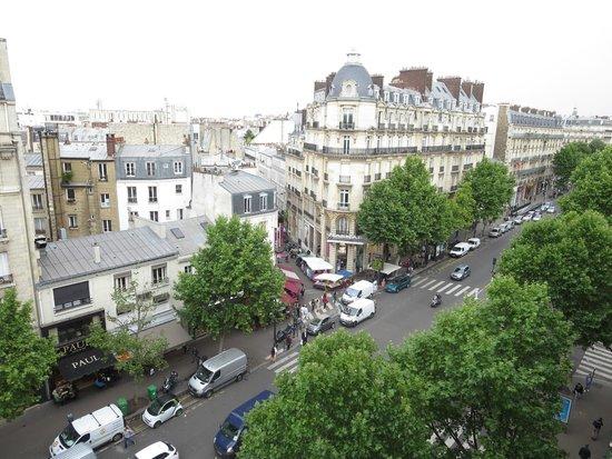 Mercure Paris Arc de Triomphe Etoile: View from our room