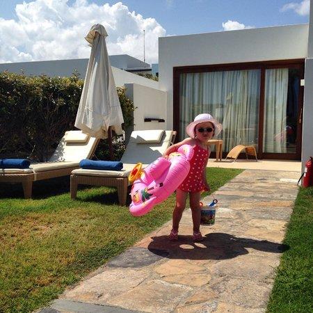 Amirandes, Grecotel Exclusive Resort : Вид на нашу виллу возле бассейна