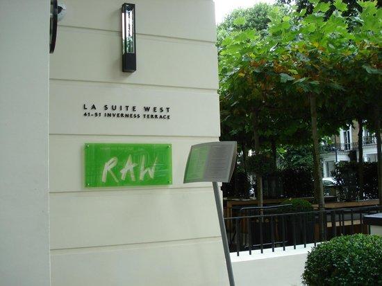 La Suite West - Hyde Park : entrance of La Suite West