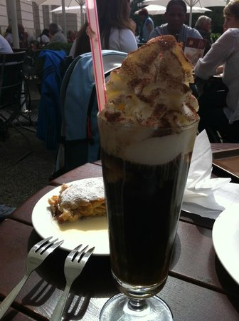 Schloss Herrenchiemsee: Ice coffee at the Cafe