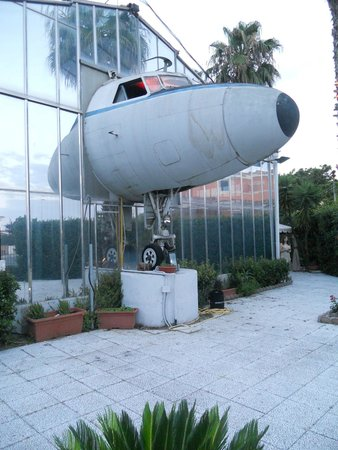 Ristoaereo: E dall'hangar spunta l'aereo
