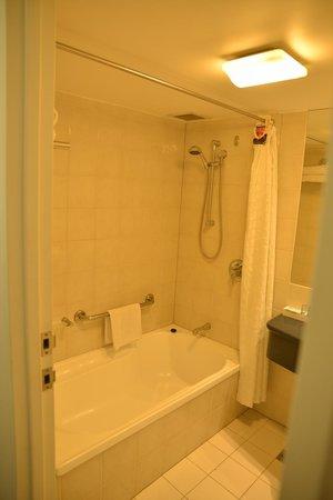 Novotel Cairns Oasis Resort: Bathroom