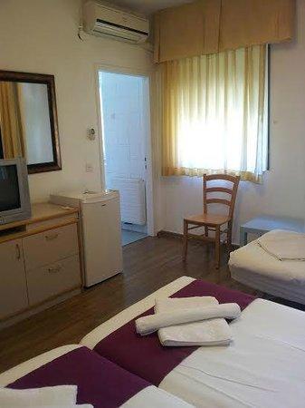Eden Jerusalem Hotel: Triple room
