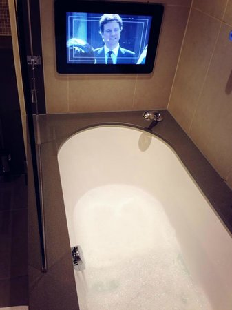 Crowne Plaza London - Battersea: bath
