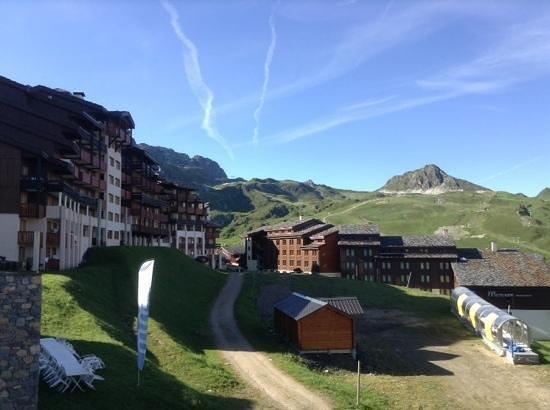 Residence Le Centaure & Spa: vue de la fenetre du salon