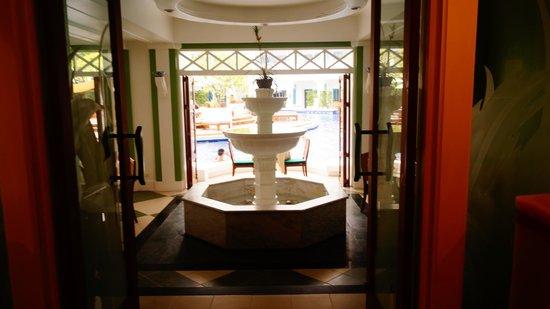Andaman Seaview Hotel: Первый этаж