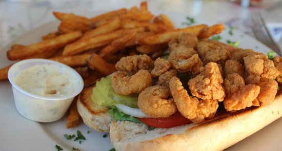 Doc's Seafood & Steak Restaurant : fried shrimp po'boy