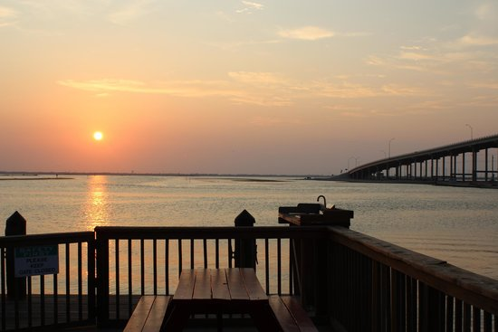 Doc's Seafood & Steak Restaurant : sunset from the lower deck