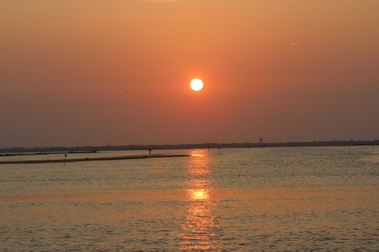 Doc's Seafood & Steak Restaurant : Sunset from lower deck