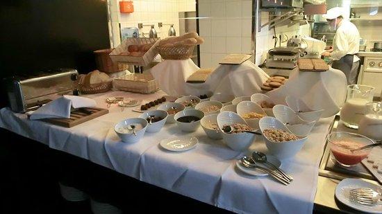 IBEROSTAR Grand Hotel Budapest: Breakfast