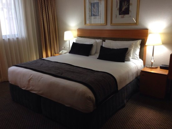 Rydges World Square Sydney Hotel: King bed