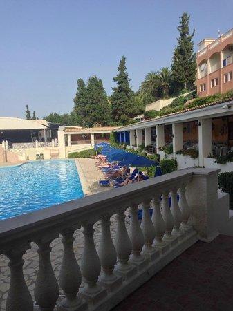 Sunshine Corfu Hotel & Spa: Vue à l'entrée du Snack