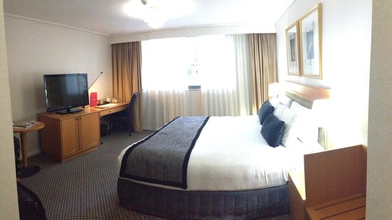 Rydges World Square Sydney Hotel: Room.