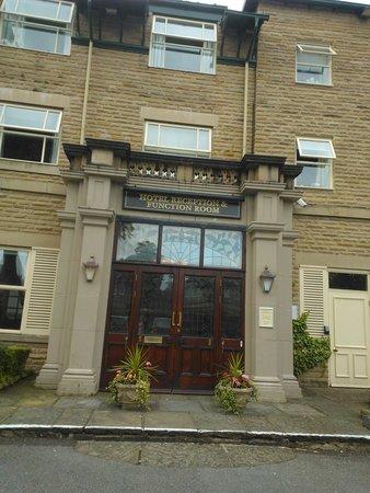 Belmore Hotel: Fachada principal a la recepción del hotel