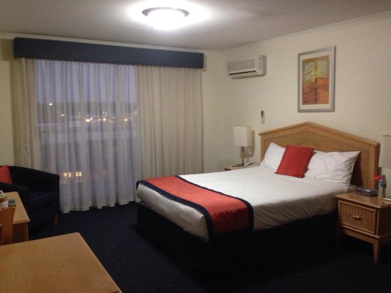 Rydges Port Macquarie : Queen bed in room 708. Uncomfortable.