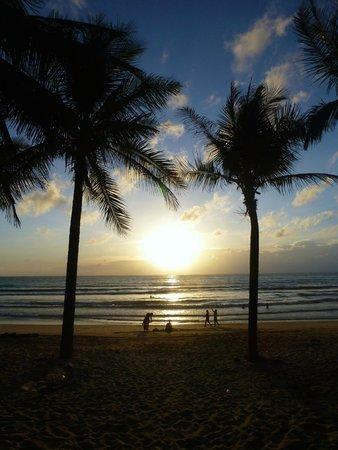 Sunwing Kamala Beach : Sunset at Kamala Beach next to the hotel