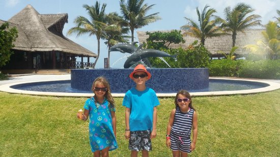 Dolphinaris Barcelo: The grand kids